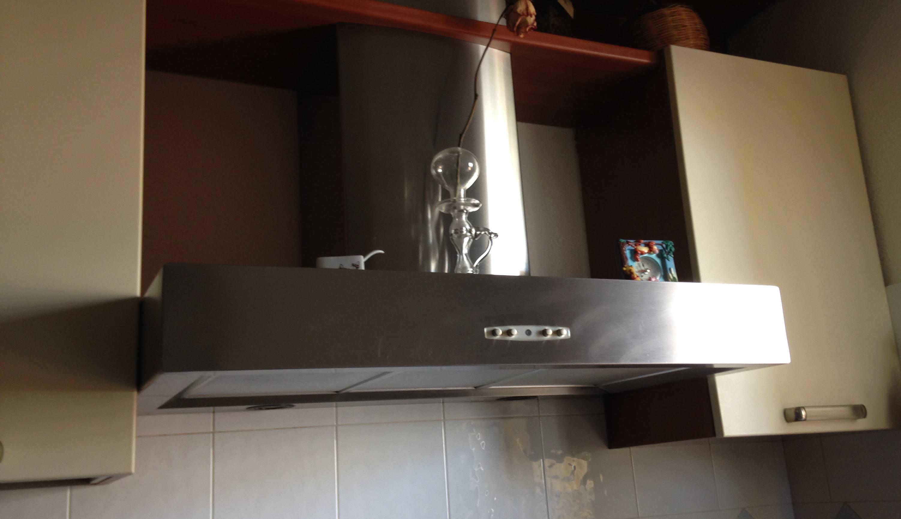 Aspirazione cappa cucina idee creative e innovative - Cappa cucina nera ...