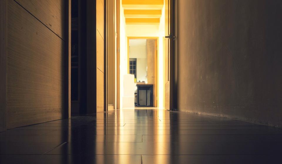 Illuminazione Di Un Corridoio : Come illuminare il corridoio in modo semplice e raffinato