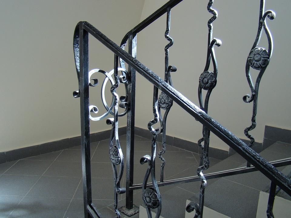 Ringhiere per scale interne ferro battuto o legno - Scale interne in ferro ...
