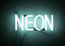 scritt al neon